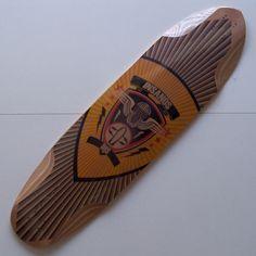 """Shape Skate Longboard DHS Insanos  Comprimento : 38"""" (98 cm) Largura : 9,84"""" (25 cm) Wheelbase ajustável com 4 posições do truck traseiro e 3 do truck frontal Peso Aproximado : 2,570 Kg  Concave : Médio  Shape Rígido  9 camadas de madeira resinadas. Possui cavas acentuadas anti-travamento das rodas. Indicado para Freeride, Downhill Speed e Slide."""