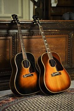 Acoustic Guitar Photography, Learn Guitar Chords, Taylor Guitars, Acoustic Design, Guitar Shop, Vintage Guitars, Black Felt, Classical Music, Vintage Photography