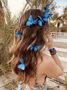 Discover recipes, home ideas, style inspiration and other ideas to try. Blue Morpho, Morpho Butterfly, Butterfly Hair, Butterfly Makeup, Butterfly Fashion, Orange Butterfly, Monarch Butterfly, Butterfly Fancy Dress, Blue Butterfly Wallpaper
