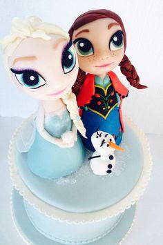 Torta di Frozen con decorazioni in pasta di zucchero n.49