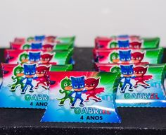 "Ateliê Bem Me Quer on Instagram: ""Pj Marks!  #personalizadosbh #lembrancasbh #festabh #festademenina #personalizadosdeluxo #mimosdeluxo #personalizadosdeluxo  #scrapfesta…"" Snack Recipes, Snacks, Pj Mask, Pop Tarts, Packaging, Candy, Instagram, 3 Year Olds, Atelier"