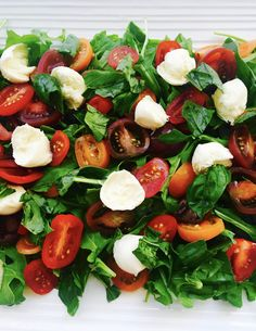 This salad ticks all the boxes – it looks nice, it is quick and easy to prepare and it is absolutely delicious! I had a version of this salad made by a friend a few weeks ago and I enjoyed it… Caprese Salad, How To Make Salad, Ticks, Cherry Tomatoes, Basil, How To Look Better, Salads, Boxes, Salad