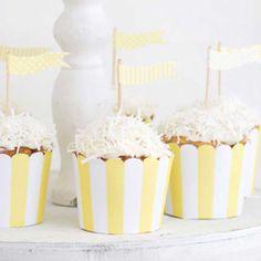 Coco Cupcakes with Paper Eskimo Baking Cups- Paper Eskimo Backförmchen