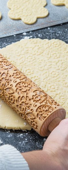 Roll these laser-cut, Beech wood rolling pins over fresh dough. Their patterned grooves emboss baked goods, giving an ornate, professional-looking finish.