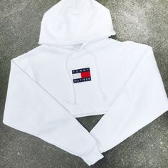 QUEENS | Reworked Tommy Flag Crop Hoody White