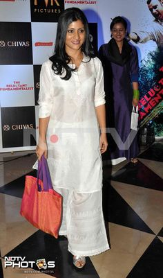 Premiere of The Reluctant Fundamentalist: Konkona Sen Sharma is back in shape after her pregnancy. She looked classy in a white outfit with silver sandals.