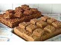 Receita de Pé de moleque com rapadura - pé-de-moleque com amendoim moído o processo é o mesmo. Basta aumentar a quantidade de água de 300 ml para meio...