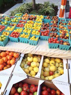 Lots of colorful #tomates #farmersmarketnyc via @Lauren Davison Middledorf on Twitter