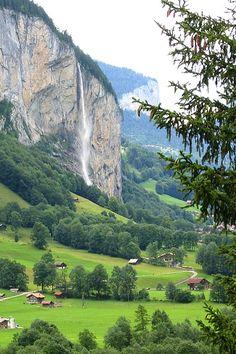Staubbach Waterfall, Lauterbrunnen Valley ( Tal ) Canton Bern , Switzerland