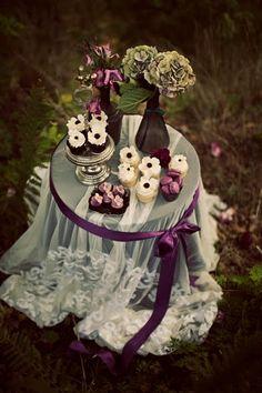 Vintage Rose Garden dessert table, beautiful. / mantel de encaje para la mesa del cake.