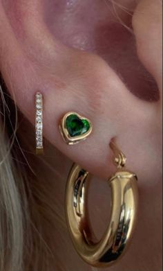 Ear Jewelry, Cute Jewelry, Gold Jewelry, Jewelry Accessories, Jewlery, Pretty Ear Piercings, 3 Lobe Piercings, Heart Piercing, Accesorios Casual