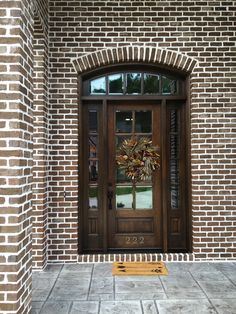 Brown brick door and entranceway with wreath. Brick is the striking Casa Grande with white mortar. Brown Brick Exterior, Brown Brick Houses, Garage Door Colors, Exterior House Colors, Garage Doors, House Paint Color Combination, House Cladding, Stone Stairs, Home Exterior Makeover