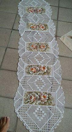 Handmade Crochet Cotton Lace Table Runner And Dresser Sca. Crochet Quilt, Crochet Blocks, Thread Crochet, Filet Crochet, Lace Doilies, Crochet Doilies, Crochet Flowers, Crochet Lace, Bricolage
