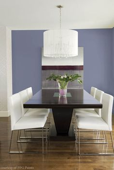 Accent wall breathes life into a dining room