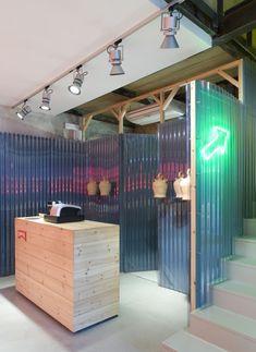 Shop Design Gallery - The Best Shop Design Inspiration Gym Design, Cafe Design, Booth Design, Bar Interior, Retail Interior, Interior And Exterior, Retail Store Design, Retail Shop, Commercial Design