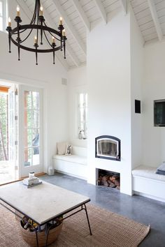 A Breakdown of the 6 Most Popular Benjamin Moore White Paints – Life on Hill St – toptrendpin. Best White Paint, White Paint Colors, Favorite Paint Colors, Wall Paint Colors, White Paints, Neutral Paint, Paint Walls, Room Paint, Room Colors