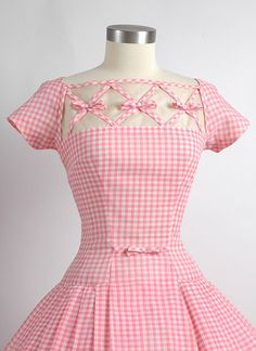 Utterly fantastic - click through on the pic to see additional photos of the detailed inner construction of this gorgeous vintage Seymour Jacobson Pink Gingham Dress Vestidos Vintage, Vintage Dresses, Vintage Outfits, Vintage Clothing, 1950s Dresses, Pink Gingham, Gingham Dress, 1950s Fashion, Vintage Fashion