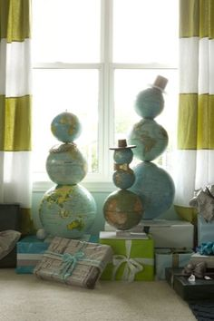 I just LOVE these globes repurposed as snowmen. #christmas #diy