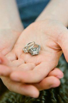 img-engagement-rings-hands.jpg 565×853 pixels