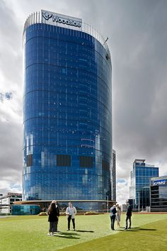 Australian energy company Woodside has chosen ergonomic seating from Wilkhahn for its new headquarters in Perth. Glass Building, Conference Chairs, Energy Companies, Rest And Relaxation, Office Environment, Design Language, Picture Credit, Three Dimensional, Perth