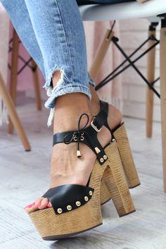 Hot High Heels, Platform High Heels, Sandals Platform, Flip Flop Shoes, Shoe Game, Lady, Heeled Clogs, Jeans, Footwear