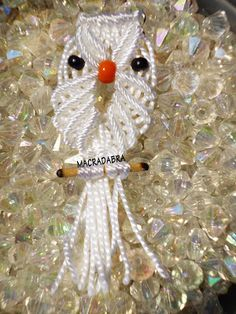 Macradabra: Búhos Blancos En #Macrame Macrame Design, Macrame Jewelry, Twine, Crochet, Knots, Projects To Try, Weaving, Christmas Ornaments, Knitting