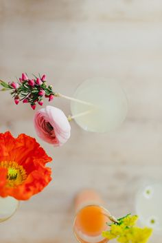 Pretty your cocktail up with a DIY Fresh Flower Drink Stirrer! | Photography: Cambria Grace Photography - cambriagrace.com | DIY + Styling by Lauren Wells - laurenwellsevents.com | Vintage glassware from Pollen Floral Design - bostonpollen.com  Read More: http://www.stylemepretty.com/2014/05/02/diy-fresh-flower-drink-stirrer/