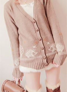Cute, sweet gyaru: Light pink cardigan with white pattern. Off white skirt. Off white shirt. Brown boots with faux fur. Light brown bag.