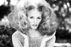 hair with plenty of volume, I love Creative Hairstyles, Retro Hairstyles, Wig Hairstyles, Teased Hair, Bouffant Hair, Bad Hair, Hair Day, Big Curls For Long Hair, Styles Courts