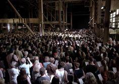 """Assista a """"Hallelujah"""", de Leonard Cohen, cantada por um coral de 1500 pessoas - Notícias - Entretenimento - Administradores.com"""