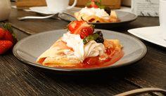 Prepara nuestra receta de crepas de fresa y queso para consentir a los tuyos.