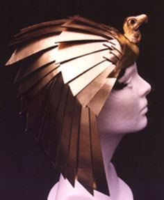 Egyptian Headpiece (for Luxor Casino) 2001 by Salvatore Salamone like the Falcon Headdress from Egypt! I ADORE this head piece; the layers of the material and her make up and the small details. Egyptian Era, Egyptian Fashion, Egyptian Beauty, Egyptian Costume, Egyptian Headpiece, Headdress, Steampunk, Mein Style, Cosplay