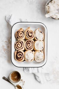 Vegan Dirty Chai Cinnamon Rolls With Maple Cream Cheese Icing Are Ooey, Gooey, Incredibly Delicious, And Infused With The Flavors Of A Dirty Chai Latte. Ideal For Christmas Morning, These Fluffy Rolls Are Sweet And Indulgent Vegan Treats, Yummy Treats, Sweet Treats, Yummy Food, Vegan Dessert Recipes, Vegan Baking, Cinnamon Rolls, Chai, Maple Cream