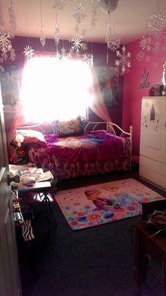 Frozen themed bedroom for your little Elsa!! #frozen
