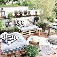 In addition to the rain, your roof garden can also serve as an insulator It& p … al … Modern is part of Rooftop garden Neben dem Regen kann Ihr Dachgarten auch als Isolator dienen Es ist p - Pallet Garden Furniture, Furniture Decor, Outdoor Furniture Sets, Outdoor Decor, Outdoor Palette Furniture, Garden Pallet, Fence Garden, Garden Deco, Lounge Furniture