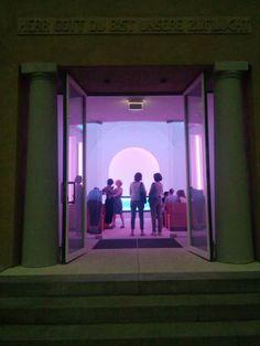 Herr Gott, du bist unsere Zuflucht Der amerikanische Künstler James Turrell hat die Kapelle des Dorotheenstädtischen Friedhofs in Berlin neu gestaltet. Antje Stahl hat sie besucht. Doch die Erleuchtung kam per SMS