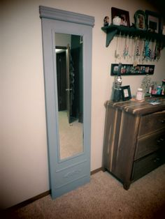 Look familiar?The cheap, full length mirror that most of us have that you can find at any chain store across the country. Granted, normally mine is not sitting by the door to garage but rather it… Diy Home Furniture, Recycled Furniture, Painting Furniture, Furniture Projects, Mirror Crafts, Diy Mirror, Mirror Ideas, Diy Home Crafts, Diy Home Decor
