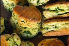 Pagace s medvedim cesnakom. Salmon Burgers, Bagel, Bread, Baking, Ethnic Recipes, Food, Basket, Brot, Bakken