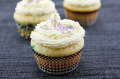 Confetti Cupcakes with Champagne Custard Filling and Vanilla Champagne Buttercream by-wearenotmartha An upgrade from the traditional confetti batter Confetti Cupcakes, Filled Cupcakes, Yummy Cupcakes, Champagne Cupcakes, Vanilla Cupcakes, Baking Cupcakes, Cupcake Recipes, Cupcake Cakes, Dessert Recipes