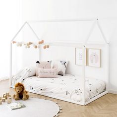 Simplicidad montessori room and bed neutral colors Dream Bedroom, Girls Bedroom, Montessori Room, House Beds, Big Girl Rooms, Baby Room, Kids Room, Toddler Bed, New Homes