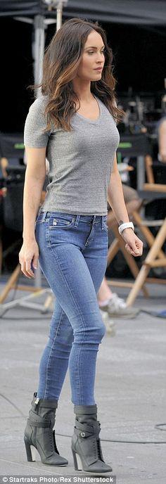 Casual chic: El uso de un gris equipada T-shirt, blue jeans y botines de tacón alto, la de 28 años de edad, la actriz mantuvo las cosas tanto informal