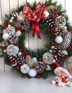 Simple Christmas, Christmas Time, Christmas Crafts, Merry Christmas, Handmade Christmas Decorations, Christmas Centerpieces, Holiday Wreaths, Holiday Decor, Christmas Inspiration