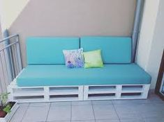 Outstanding Diy Sofa Design Ideas You Can Try 33 Diy Sofa, Diy Pallet Couch, Diy Daybed, Pallet Lounge, Sofa Sofa, Pallet Benches, Pallet Tables, Pallet Bar, 1001 Pallets
