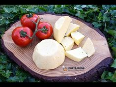 Cum se face cascavalul de casa? (reteta simpla) Cooking Cheese, Romanian Food, Homemade Cheese, Feta, Camembert Cheese, Dairy, Healthy Eating, Cooking Recipes, Natural