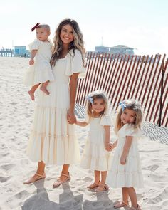 Madison, Taytum and Oakley are strutting there stuff in our Ivy City Ophelia Dress. These dresses feature tiered ruffles, flutter sleeves, square neck line. Take her anywhere from the beach to a wedding this summer season. Celebrity Baby Pictures, Celebrity Babies, The Dress, Baby Dress, Summer Family Pictures, Taytum And Oakley, Fisher, Southern Baby, Family Picture Outfits