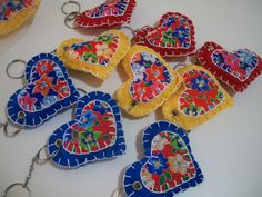 decoração com chita nos chaveiros de coração