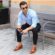 Business casual in its simplest form. Business Casual Men, Business Outfits, Men Casual, Formal Men Outfit, Casual Outfits, Fashion Outfits, Blue Oxford Shirt, Moda Formal, Herren Outfit