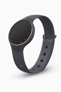 How do you actually harness the power of fitness trackers sitting on your wrist? How to lose weight with wearable tech? Best Fitness Watch, Best Fitness Tracker, Waterproof Fitness Tracker, Holiday Gifts For Men, Xmas Gifts, Dad Valentine, Fitness Watches For Women, Man Gear, Misfit Flash