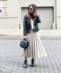 This beautiful faux leather pleated skirt will make your outfit look perfect and so well put together. It is a true style statement piece which you can wear every single season. Its midi length allows you to wear it both to any kind of formal e. Black Women Fashion, Womens Fashion, Fashion Top, Fashion Spring, Fashion 2017, Ugg Australia, Pleated Skirt Outfit, Pleated Skirts, Leather Jacket Outfits