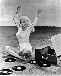 Mamie Van Doren celebrates getting rid of her iPod :-) Music Pics, Old Music, Mamie Van Doren, Vinyl Junkies, Movie Covers, Vintage Vinyl Records, Original Music, Girls Sweaters, Love Pictures